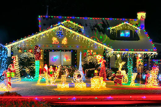 How to Hang Outdoor Christmas Lights Safely