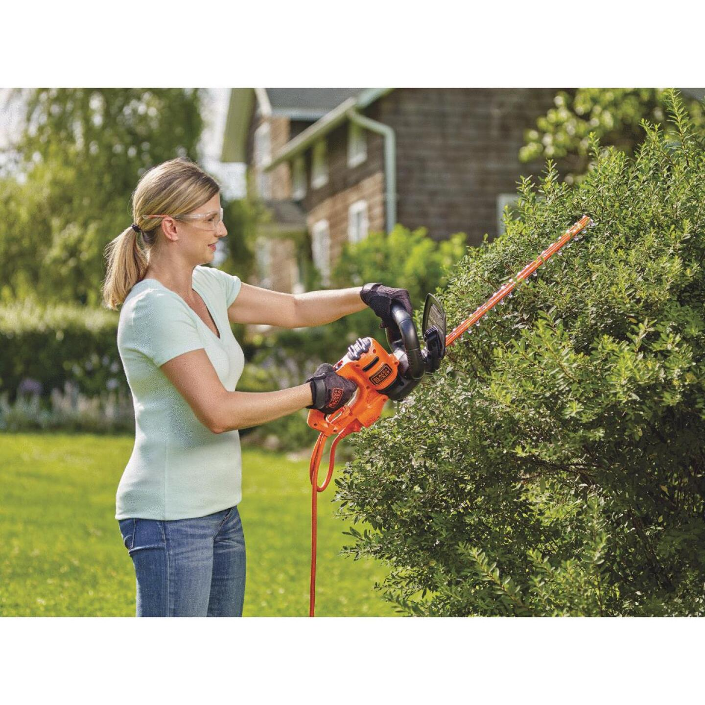 Black & Decker 18 In. 3.5-Amp Corded Electric Hedge Trimmer Image 2