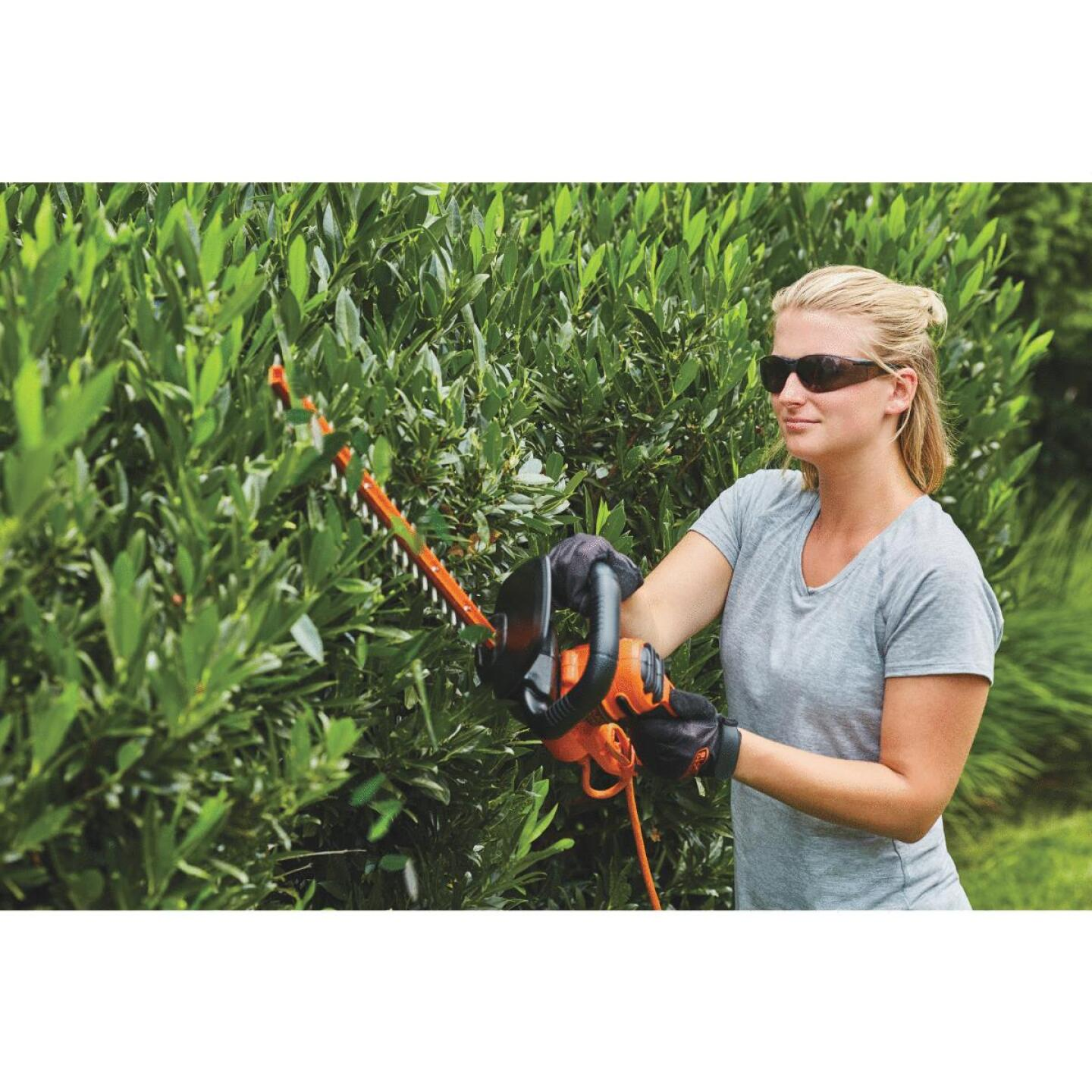 Black & Decker 18 In. 3.5-Amp Corded Electric Hedge Trimmer Image 5
